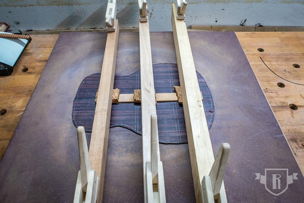 Bau einer Guitarlele: #15 Boden beleisten