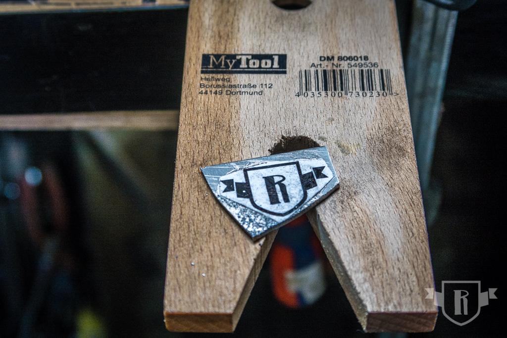 Bau einer Guitarlele: #21 Kopfplattenlogo herstellen